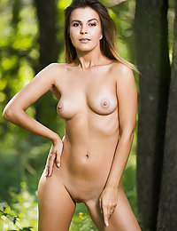 Zelda B reveals her sexy body and beautiful naturals as she undress outdoors.